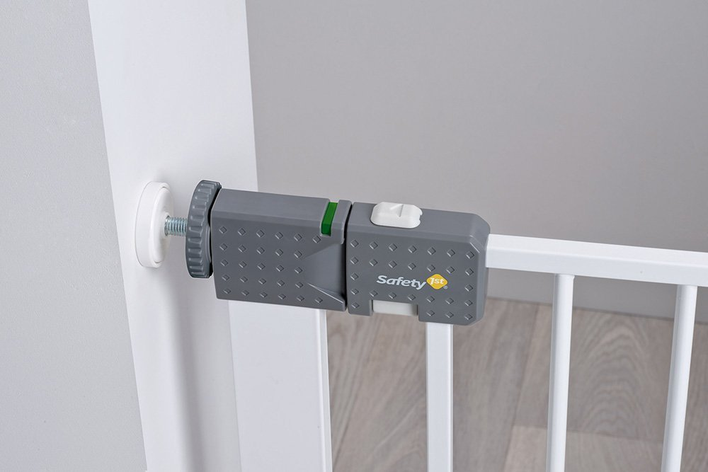 Safety 1st Quick Close ST Extra Secure Metal Child Safety Gate Stair Gate Extension Can be Extended Up to 136cm for Clamping White 73-80cm (from 6-24Months) Safety 1st High quality stair gate made of metal, is suitable for children between approx. 6up to 24months. Extra secure: with SecurTech system, and double locking system. Practical clamping–no drilling or screws required. 4