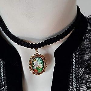 BURGFRÄULEIN Kropfband Halsschmuck Makrame schwarz mit Anhänger Farbe Altgold und Bild blumig GRÜN