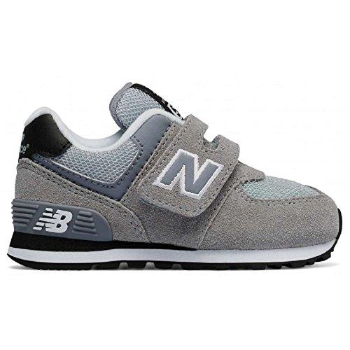 NEW BALANCE - Chaussure de sport grise, en suède et tissu, avec velcro, avec logo latéral et à l'arrière, coutures visibles et semelle en caoutchouc, garçon, garçons