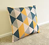 SimplySkandi Kissenhülle mit geometrischem Muster aus Dreiecken, senffarben / dunkelblau / grau, Leinenstoff, 18 x 18 Zoll (ca. 45 x 45 cm)