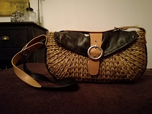 trendige Handtasche aus Rattan und gebrauchtem Fahrradschlauch -