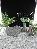 Grabstein Herz 40x30x7cm mit Grablaterne und Grabvase auf Sockel Material: Purple Coral