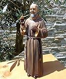 15 - 16 cm ÖLBAUM - GEBEIZTE handbemalte Heiligenfigur Pater Pio / Padre Pio, mit Mönchskutte braun, mit Rosenkranz / Kreuz und den typischen fingerlosen Lederhandschuhen, die seine Wundmale / Stigmata bedecken - sehr standfest, ohne Sockel - alle ÖLBAUM HEILIGEN- und Krippenfiguren zeichnen sich durch extrem sauber gearbeitete und präzise Gesichtszüge der Figuren aus, coloriertes Holzfiguren- bzw. Echtholzimitat, robuste Ausführung