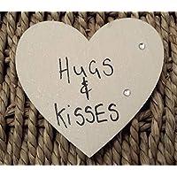 Personalizzato regalo di San Valentino 'Hugs & Kisses' Cream magnete in legno a forma di cuore FO...
