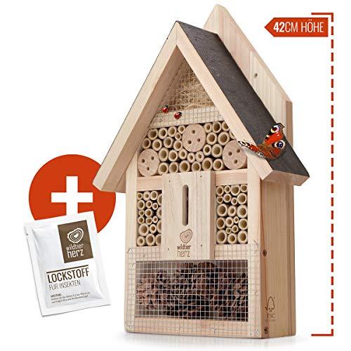 wildtier herz | Insektenhotel - Groß unbehandelt inkl. Lockstoff, Insektenhaus aus verschraubtem Massiv-Holz für Bienen, Marienkäfer, Florfliegen & Schmetterlinge, Bienenhotel & Nisthilfe