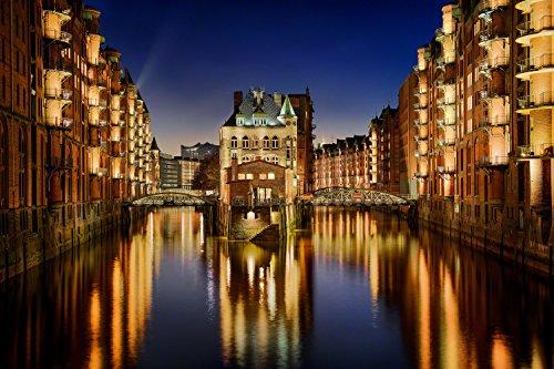 Hamburg Speicherstadt mit Wasserschloss. Fotografie Abzug in Galerie Qualität. Druck auf Fine Art Photo Papier, versandfertig gerollt als Kunst Foto Bild