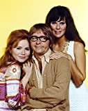 The Poster Corp Rowan & Martin Two Women and a Man in Glasses Photo Print (60,96 x 76,20 cm)