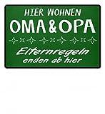 Shirtee Hier wohnen Oma & Opa - Eltern Regeln enden ab hier - Geschenk für Oma und Opa - Fußmatte