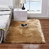 Daoxu tappeto in pelliccia ecologica di pecora, elemento decorativo a pelo lungo in simil lana, da posizionare ai piedi del divano, del letto o della poltrona, Lana, marrone, 50 x 150 cm