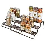 mDesign Gewürzregal für Küchenschrank - ausziehbares Küchenregal für Ordnung in der Küche - Gewürzständer mit drei Ebenen aus Metall - bronzefarben