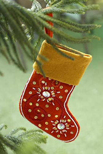 nuovo-anno-i-regali-albero-sospeso-decorazione-calze-di-in-arancio-e-colore-giallo-per-il-regalo-sta