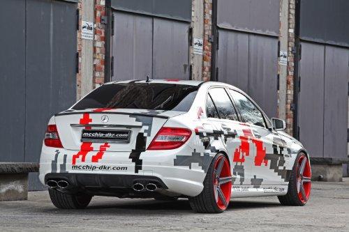 classique-et-musculaire-ads-et-voiture-art-mercedes-benz-c63amg-2013-par-mcchip-dkr-voiture-poster-i