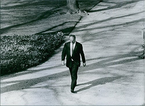 vintage-photo-of-helmut-kohl-is-walking-in-the-gardens-of-the-chancellors-office-in-bonn
