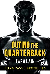 Outing the Quarterback (The Long Pass Chronicles Book 1) (English Edition)