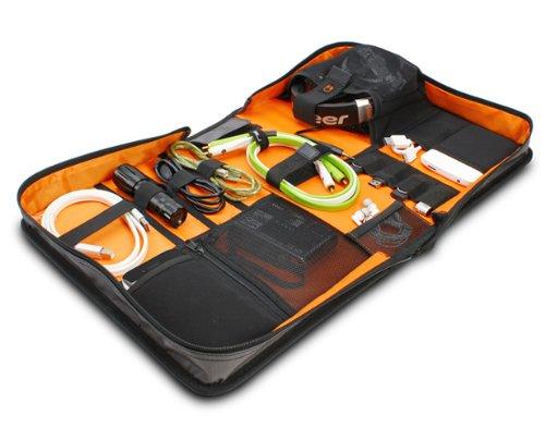 UDG U9983SG/OR - Valigetta Digi Wallet per accessori e tecnologia, grande, ideale per cavi, chiavette, PC, hard disk e molto altro, argento con interni arancione