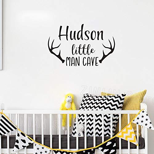 Personalisierte Name Wandtattoo Baby Jungen Kinderzimmer Dekor Mann Höhle Wandaufkleber für Kinderzimmer Hirschgeweih Kunstwand Tapete k2 45x71 cm