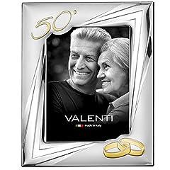 Idea Regalo - Valenti&Co - Cornice Portafoto in Argento cm 18x24. Ideale Come Regalo per Nozze d'oro - 50 Anni di Matrimonio o per Il Cinquantesimo di parenti, Nonni o Mamma e papà.