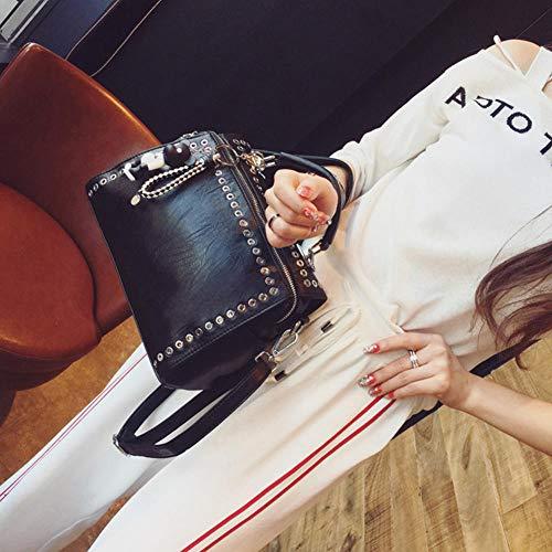 Neue Sommer Handtasche 2019 Mode Retro Punk Lokomotive Niet Handtasche Damen Europa und den Vereinigten Staaten Wind Schulter Diagonale Cross Bag schwarz mit Anhänger schwarz
