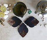 Store Indya–Set aus 4Untersetzern Holz–saugfähig–Umweltfreundlich–Schützt Möbel vor Wasser Flecken und Schäden (schwarz & kupfer Folie Finish)