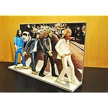 Figurita - Action Figures - The Beatles con un paisaje de Abbey Road