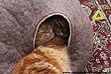 Katzenhaus / Bett / Betthöhle, handgefertigt aus natürlichen, ökologischen Wolle. Farbe Sandbraun. Größe L - 3