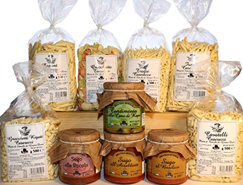 Confezione gran dispensa. prodotti tipici italiani dalla regione puglia. pasta artigianale di semola di grano duro in vari formati. sughi pronti e condimento alle cime di rapa