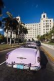 Walter Bibikow / DanitaDelimont - Cuba Havana Hotel Nacional 1950s Classic car Photo Print (45,72 x 60,96 cm)