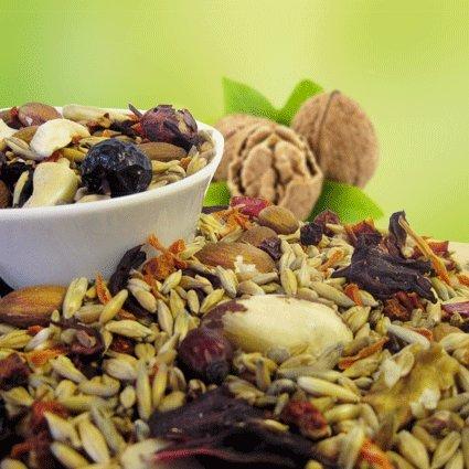 Original-Leckerlies: Nuss-Mix 500g, ***Premium Qualität*** Papageienfutter mit geschälten Saaten, hoher Anteil an Nüssen, Bio Getreide und leckerem Gemüse, Ebereschen und Hibiskusblüten