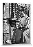 1art1 102941 Audrey Hepburn - Vespa Poster Leinwandbild Auf Keilrahmen 80 x 60 cm
