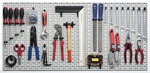 XXL Werkzeugwand aus Metall mit Stärke ca. 1 mm in Hellgrau. Inklusive Hakensortiment 52tlg. sowie Befestigungs-Set. Maße 98 x 46 x 1 cm.