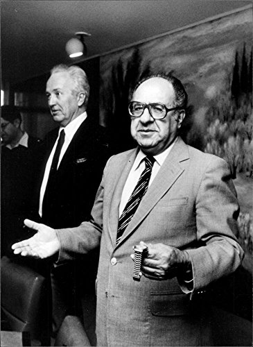vintage-photo-of-philip-habib-and-morris-draper