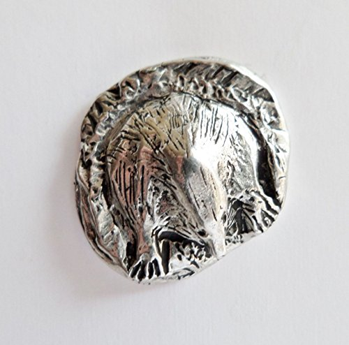 mole-in-a-hole-pewter-pin-badge-hand-made-in-cornwall