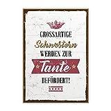 Holzschild mit Spruch – SCHWESTER UND TANTE – im Vintage-Look mit Zitat als Geschenk und Dekoration zum Thema Nachwuchs, Baby und Geburt von TypeStoff (19,5 x 28,2 cm)