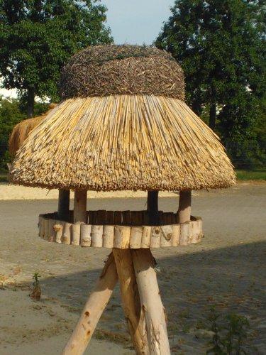 Vogelhaus Sylt mit Reetdach (rund 74 cm Durchmesser (mit Ständer)) - 2