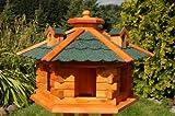 Vogelhaus, Vogelhäuschen behandelt mit Bitumschindeln und drei Gauben