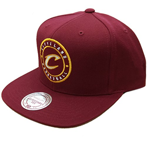 2c4ae8a5697dc Mitchell   Ness Cleveland Cavaliers Circle Patch Team Snapback Gorra