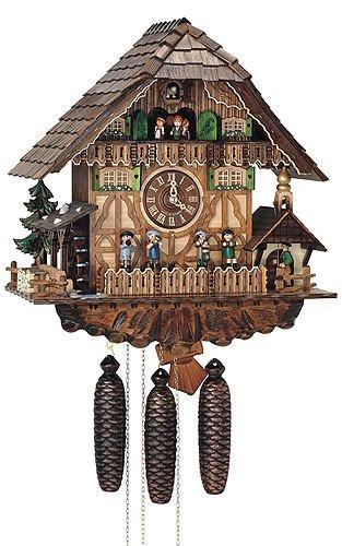Orologio a cucù casetta tipo foresta nera con uoma suona la campana a e ruota del mulino in movimento