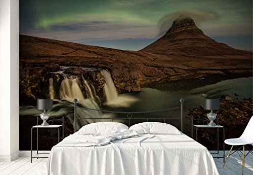 Vlies Fototapete Fotomural - Wandbild - Tapete - Wasserfälle Bergspitze Nordlicht - Thema Wasserfälle - XL - 368cm x 254cm (BxH) - 4 Teilig - Gedrückt auf 130gsm Vlies - 1X-1111520V8