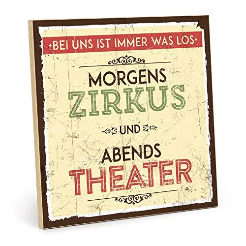 TypeStoff Holzschild mit Spruch – MORGENS Zirkus, ABENDS Theater – im Vintage-Look mit Zitat als Geschenk und Dekoration zum Thema Kultur-Haushalt, Familie, Vater, Mutter und Kinder