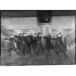 Photo: Femelle étudiants l'exercice, Haltères, Western High School, Washington, DC, 1899?