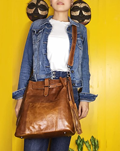 Sheli Marrone Design Unico Fringe Convertibile in Pelle Hobo Drawstring Crossbody Borsa Zaino per le Donne Marrone