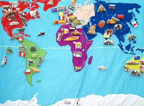 Oskar & Ellen Toys World Map + 90 objects