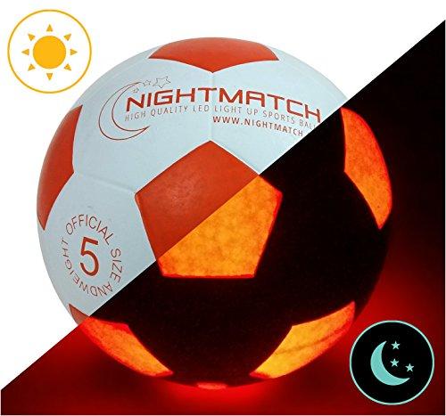 Balón de Fútbol NightMatch que se Ilumina incl. Bomba de balón - LED Interior se enciende cuando se patea – Brilla en la Oscuridad - Tamaño 5 - Tamaño y Peso Oficial - Alta calidad - Blanco/Naranja – Balón de Futbol de Juguete que Brilla en la Oscuridad