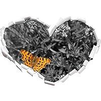 bella farfalla sul prato in fiore a forma di cuore