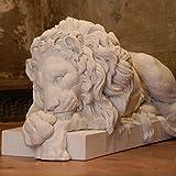 Lion endormi sculptures fabriqué à la main Animal sculptures. Fabriqué en Angleterre. (Large 32cm)