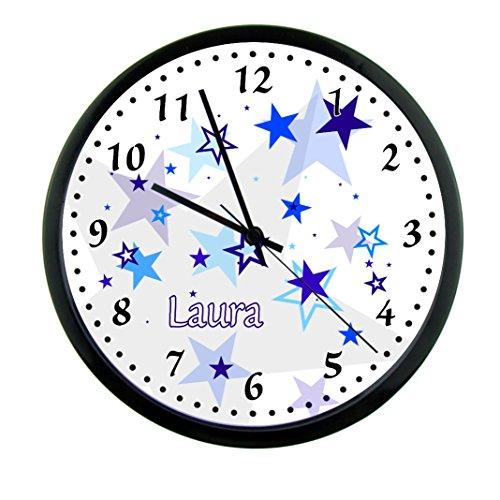 CreaDesign Kinder Wanduhren lautlos | Uhr mit (Wunsch) Namen | Kinderuhr Coole Deko fürs Kinderzimmer | Ideal für Mädchen und Jungen | Motiv Sterne blau Junge