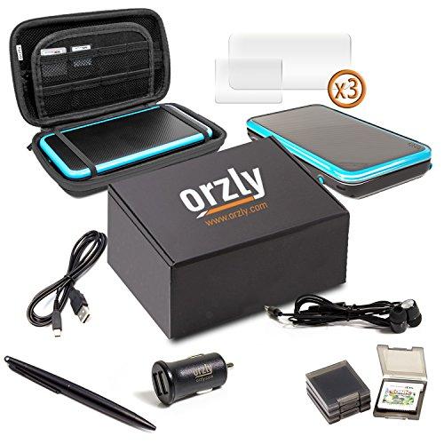 2DSXL Zubehör, Orzly Ultimate Starter Pack für New Nintendo 2DS XL (beinhaltet: KFZ-Ladegerät / USB Ladekabel / Konsolenkoffer BLAU auf Schwarz Edition / Schutzhüllen für Spielkassetten & mehr... (Siehe vollständige Beschreibung für Details)