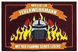 Close Up Fußmatte - Hier wohnt EIN Feuerwehrmann mit der Flamme seines Lebens - Schmutzfangmatte 60x40 cm - rot
