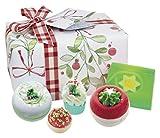 Il auguri di Natale Confezione Regalo Natalizio da Bomb Cosmetics-offre un meraviglioso per rilassarsi e di lusso.Fatto a mano e hand-wrapped, il regalo include una selezione di Natale i tuoi prodotti da bagno.hollybobs Blaster 160gLattier...