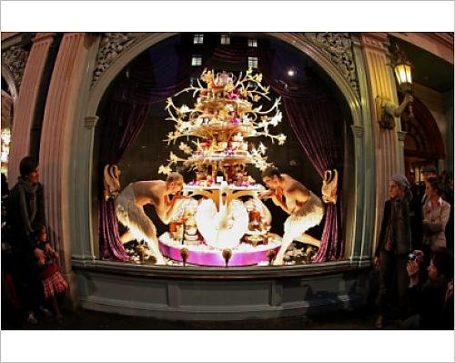 photographic-print-of-customs-and-traditions-fortnum-a-masons-christmas-window-display-london